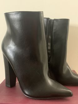 Never Worn Black Ankle Pointy Toe Boots for Sale in Los Angeles,  CA
