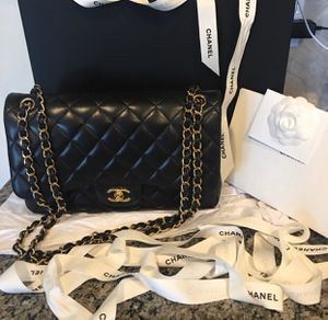 Chanel Flap Bag JUMBO LAMBSKIN for Sale in Beverly Hills, CA