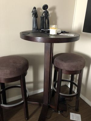 Bar with two stools. In good condition. Does have paint discoloring as u can see on the picture. for Sale in CA, US