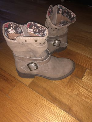 Size 11 girls boots for Sale in Holden, MA