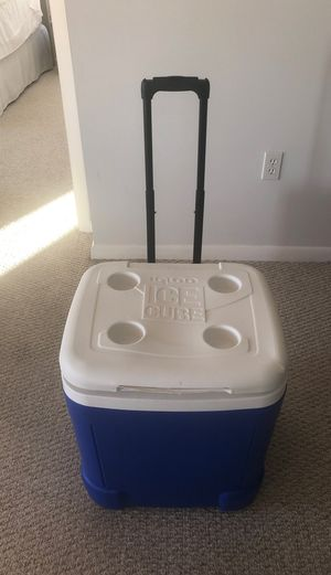Igloo Ice Cube 60QT Rolling Container for Sale in St. Petersburg, FL