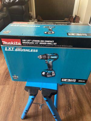 Makita drill 18 v biene con una bateria de 3.0ah i cargador $90 for Sale in Mount Prospect, IL