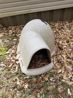 Igloo dog house for Sale in Buckhannon, WV