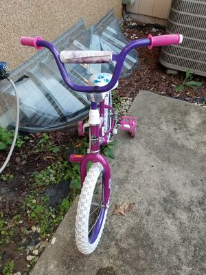 Huffy kids / Girls bike 16 inch with training wheels for Sale in Woodbridge, VA
