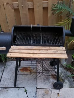 FREE BBQ FIRST ONE TAKES IT. NO LID. for Sale in Miami,  FL