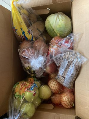 Free onions gren apples red apples potatoes and beans for Sale in Phoenix, AZ