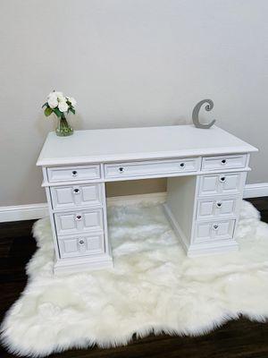 Vanity Desk for Sale in Lathrop, CA