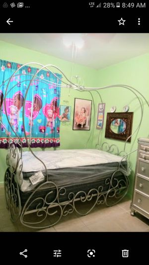 BRAND NEW TWIN SIZE CARRIAGE BED WITH BRAND NEW MATTRESS SET for Sale in Kingsburg, CA