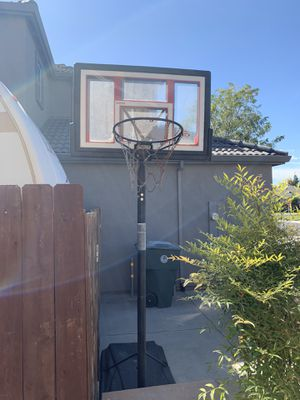 48in Lifetime Shatterproof Basketball Hoop. Brand new adjustable lever- works great. Also comes with additional net. for Sale in Manteca, CA