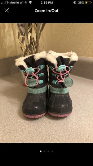 Toddler girl snow boots size 5 for Sale in Auburn, WA