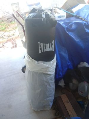 Everlast heavy weight punching bag for Sale in Peoria, AZ
