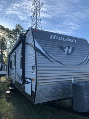 2015 hideout travel trailer 28 foot front queen bedroom sofa makes into bed dinette makes to bed bunkbeds and rear full bathroom fridge raider freeze for Sale in Spring, TX