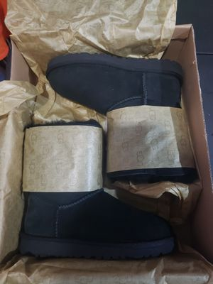 Ugg BAILEY BOW II BOOT size 1 for Sale in Montebello, CA