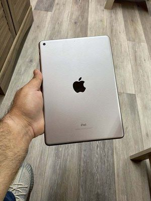 Ipad 5th gen 32 gb wifi 6 F0 for Sale in Mesquite, TX