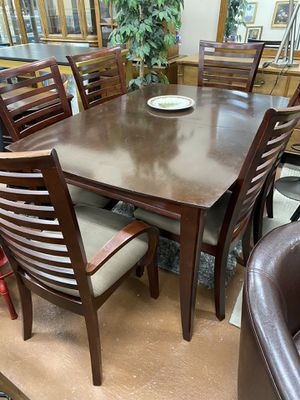 Dining table and 6 chairs + extra leaf for Sale in Chicago, IL