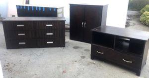 Dresser / furniture set/ drawers for Sale in Pico Rivera, CA