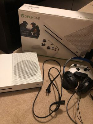 Xbox one s 500gb for Sale in Seattle, WA
