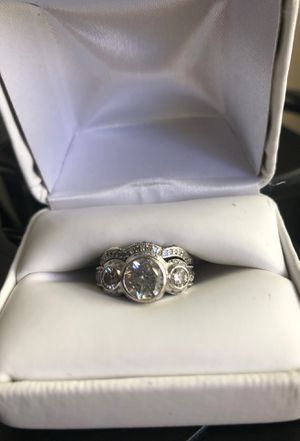 2 carat women's wedding ring. Platinum and diamonds. for Sale in Agoura Hills, CA