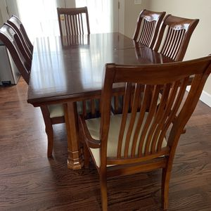 Nice Dining Room Table w/ 6 Chairs for Sale in Brockton, MA