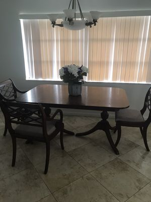 Vintage double claw foot table with 5 chairs for Sale in Cape Coral, FL