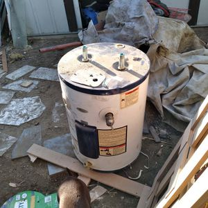 Electric Water Heater 10gall for Sale in Bakersfield, CA