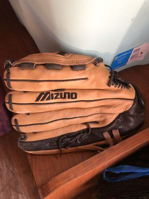Baseball Glove for Sale in Holmdel, NJ