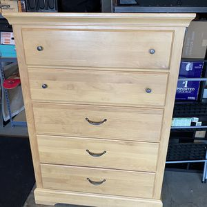 Beautiful 5 Drawer Chest for Sale in Boring, OR