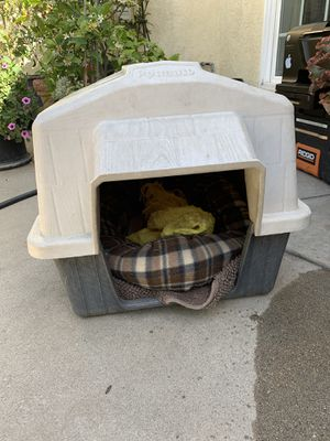 Aspen Pet Petbarn 3 Plastic Dog House, 15-25 lbs for Sale in West Covina, CA
