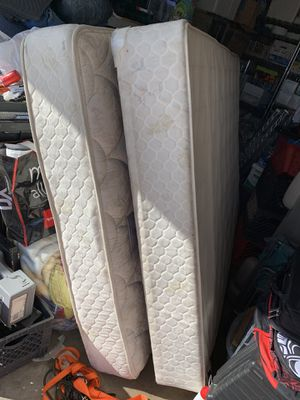 Used Sealy Queen Mattress & Boxspring-looking for best Offer for Sale in Ontario, CA