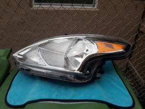 2015-19 NISSAN VERSA OEM HEADLIGHT for Sale in Hialeah, FL