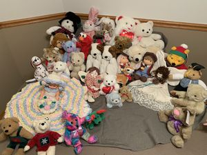 Lot of assorted stuffed animals for Sale in Bloomington, IL
