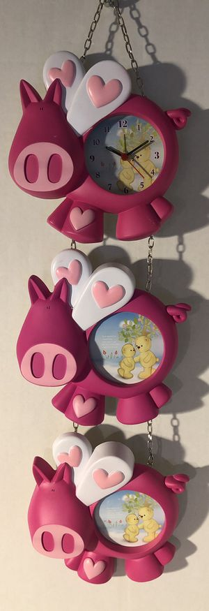 🙋♀️3 pc Pink Pig Clock and 2 Picture Frames 🐷 for Sale in Pembroke Pines, FL