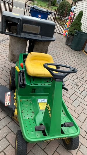 Lown machine John Deere not working need battery for Sale in Melrose Park, IL