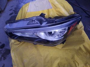 15 Q 50 Infiniti driver headlight for Sale in Fresno, CA