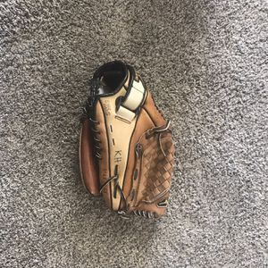 Mizuno 11.5 Inch Youth Baseball Mitt for Sale in Victorville, CA