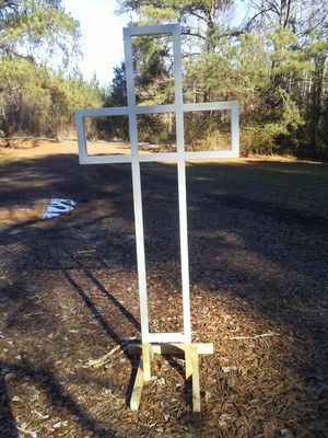 White cross, lighted 45, unlit 35 for Sale in Carthage, MS