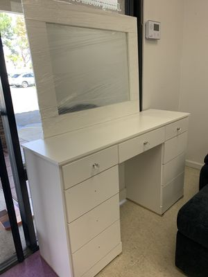 MAKEUP VANITY DESK PICK UP TODAY for Sale in Chino, CA