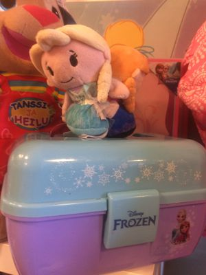 Frozen box and plushies $5 each for Sale in Las Vegas, NV