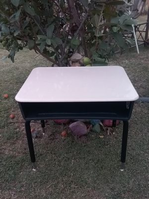 Adjustable School desk TODAYS SPECIAL ONLY $15 FIRM NO LOWER for Sale in Ontario, CA