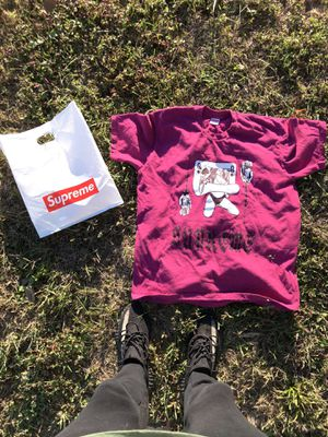 Supreme FW19 QUEEN TEE MAGENTA (Like NEW) hype,streetwear, off white, jordan, gucci, louis vuitton, nike, adidas. for Sale in Louisville, KY