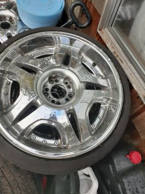 20in chrome rims 5 lug universal for Sale in Yelm, WA
