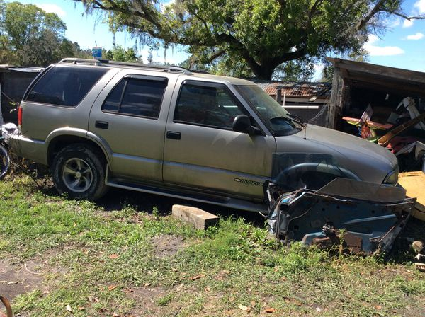 98 CHEVY BLAZER for sale$350 PARTorING OUT or u come get the entire truck for $350 transmission itself is worth more than that alone