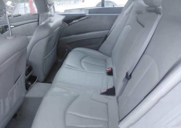 Mercedes W211, E500, 2005. For parts only.