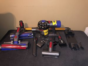 Dyson v8 absolute for Sale in Dearborn, MI
