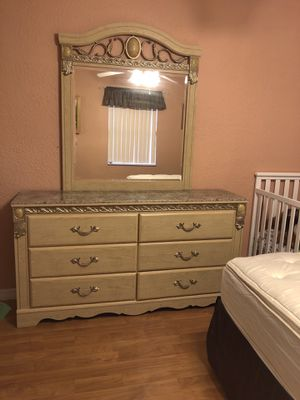 Queen Size Bedroom Set for Sale in Clearwater, FL