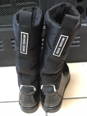 MichaelKors Rain boots size8 for Sale in Warrenville, IL