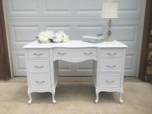 Drexel Desk/Vanity for Sale in Bloomingdale, IL