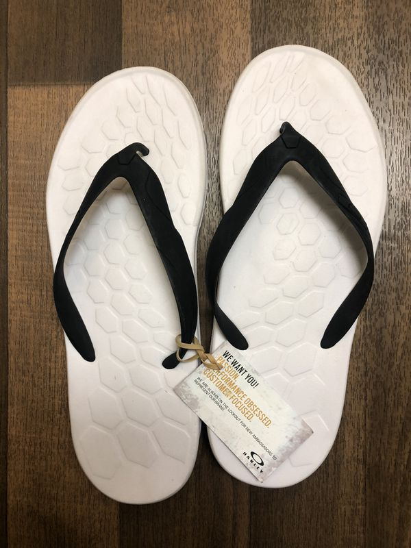 New!! Oakley Men's Size 13 Men's Summer Flip Flops