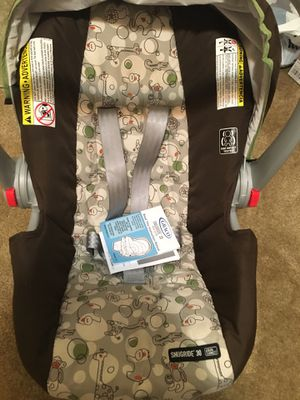 Brand new graco car seat & base for Sale in Minot, ND