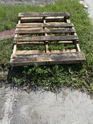 Free pallet for Sale in Pompano Beach, FL